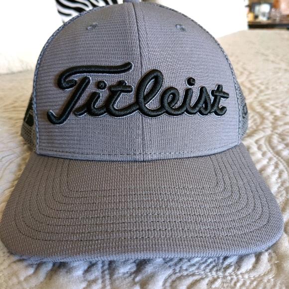 Titleist Pro V1 + Foot Joy Adjustable Hat